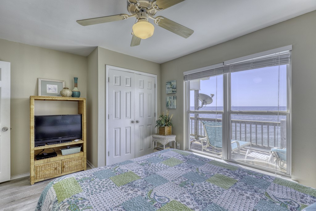 Gulf of Mexico View Queen Bed