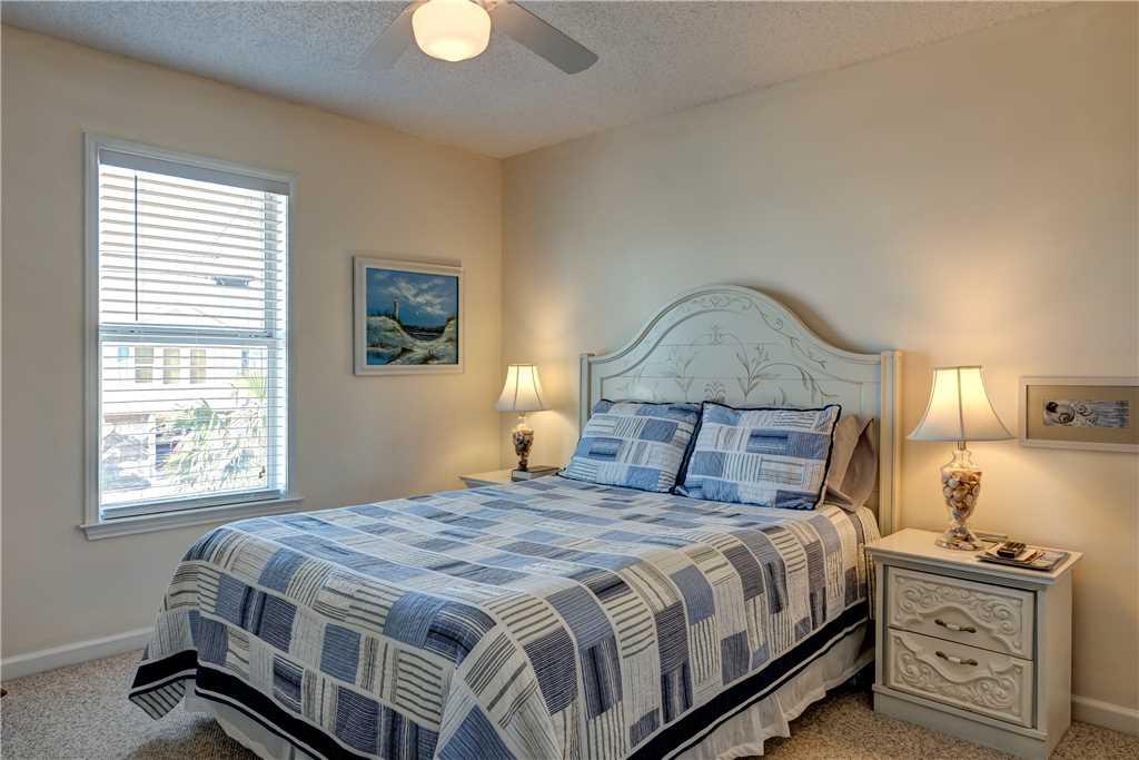 120 NE Queen Bedroom Waters Edge