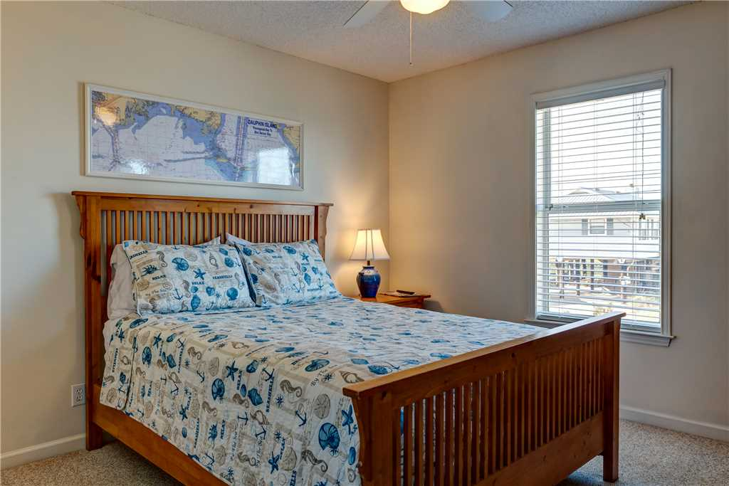 160 NW Bedroom Waters Edge