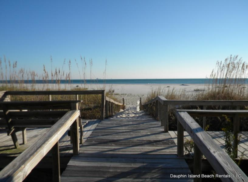 Inn-at-Dauphin-Island-condo-rental-beach-boardwalk