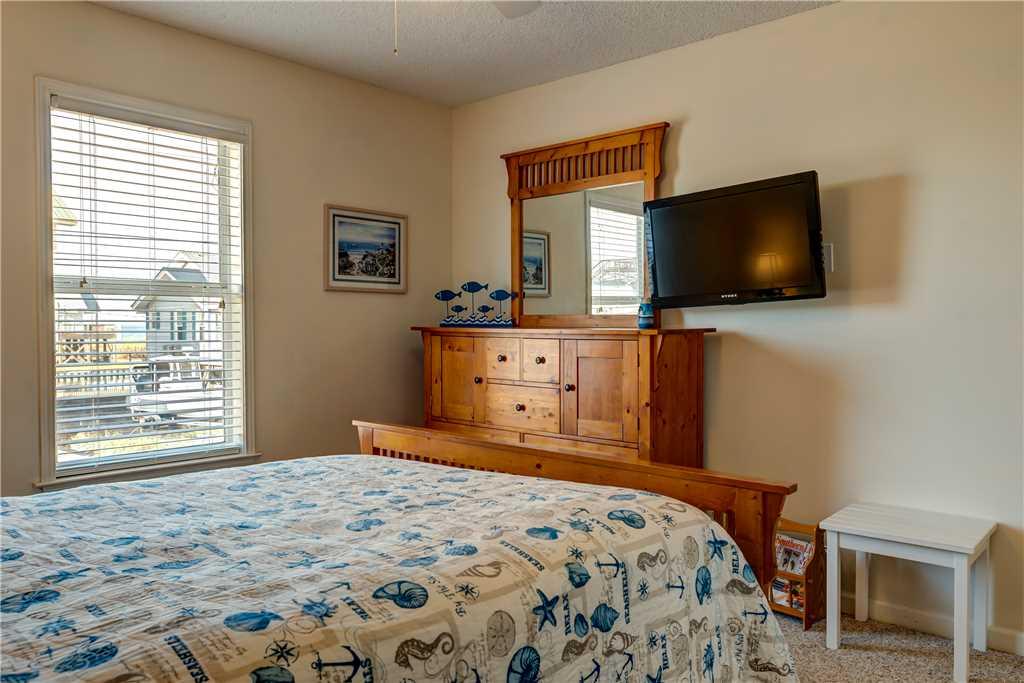162 NW Bedroom Waters Edge