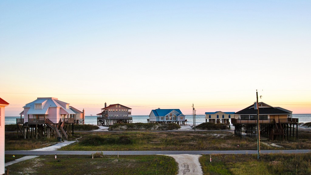 Evening view of Easy Breezy Beach House on Dauphin Island