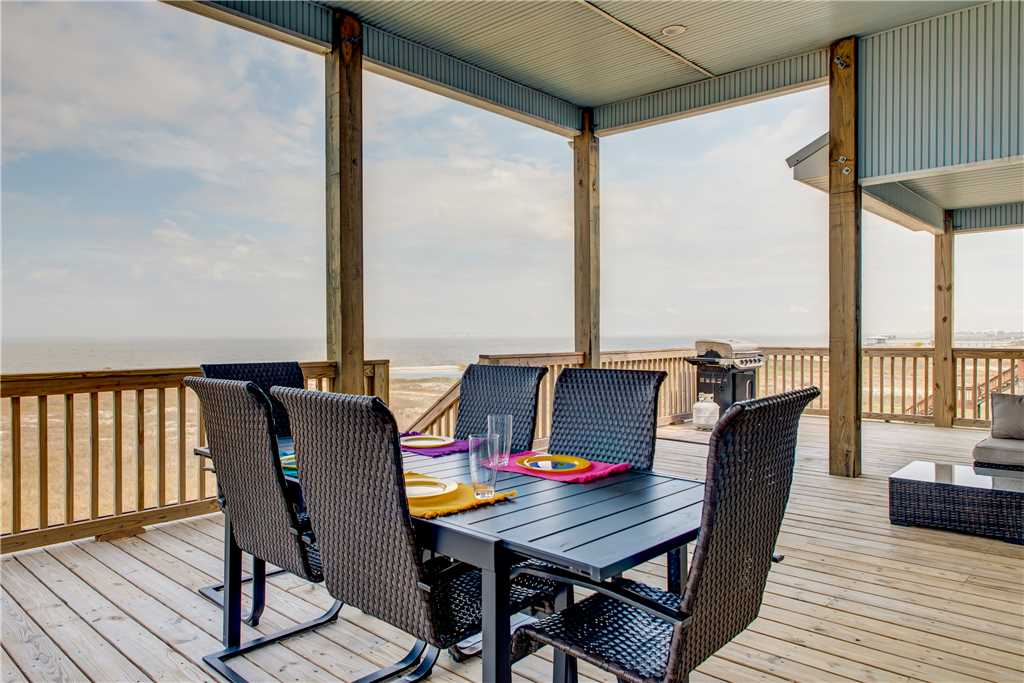 Outdoor Dining with Bay View