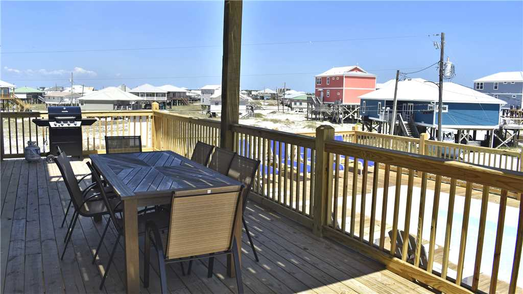 Outdoor table and grill Island Time V Dauphin Island vacation rental