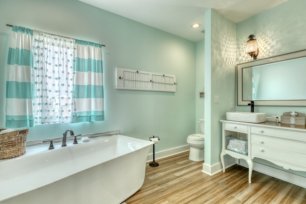 Master bath with frees standing tub