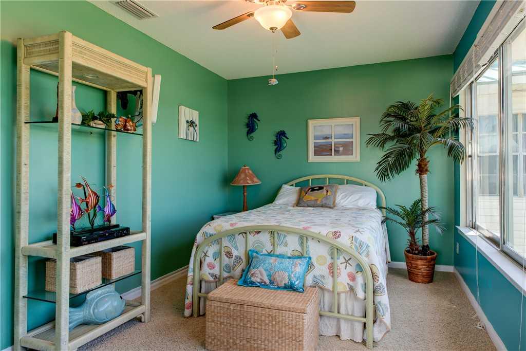 Bedroom 3 Tropical