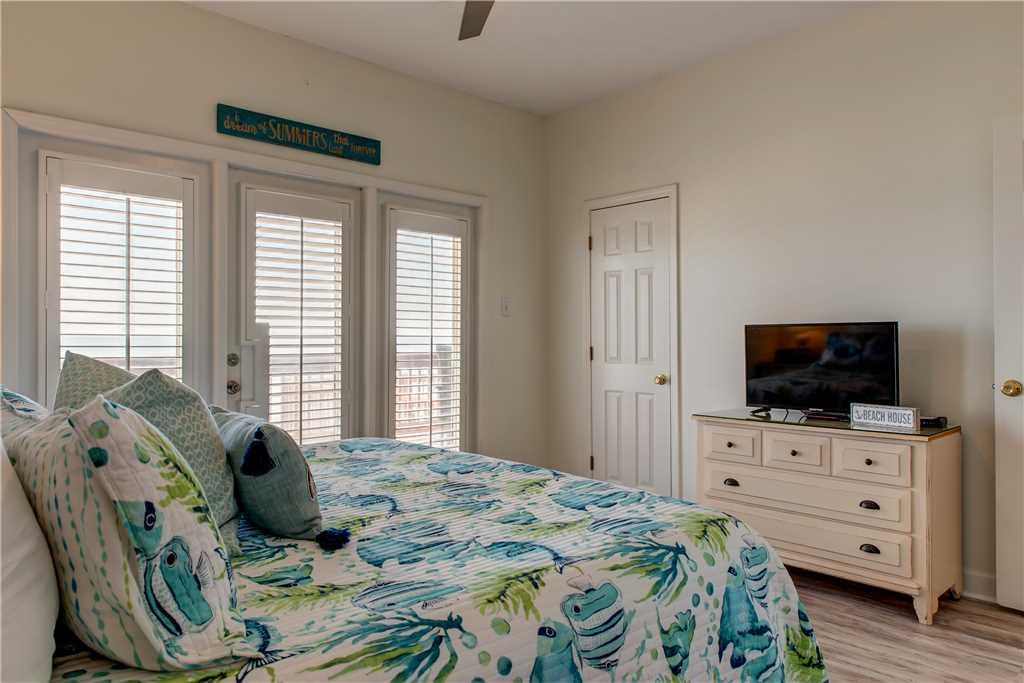 46 SE Gulf King Bedroom Dauphin Charm