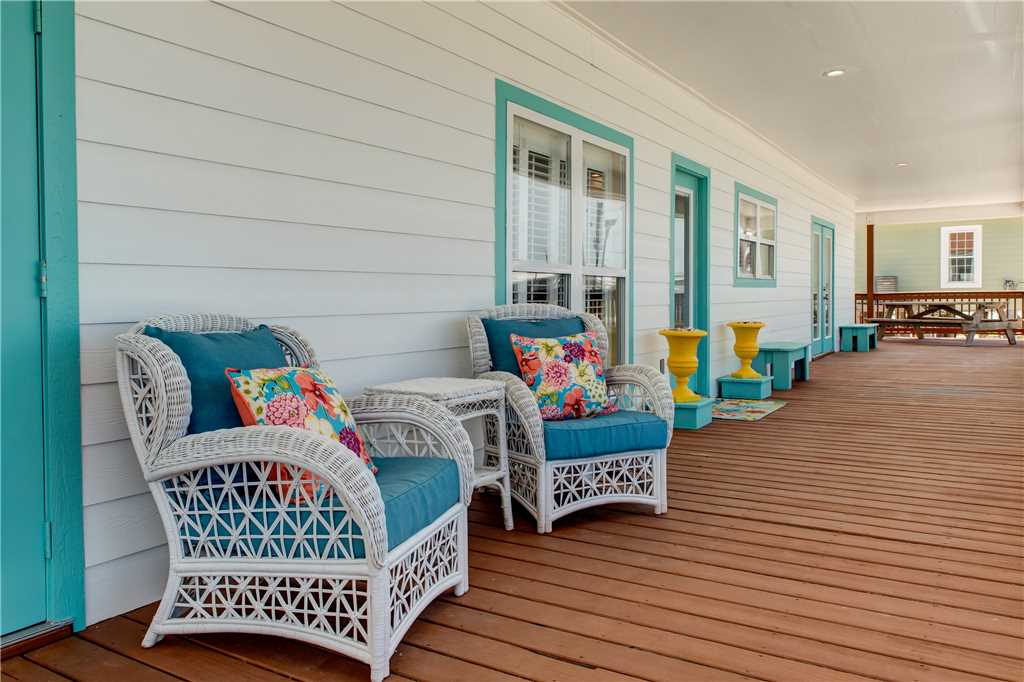 55 Front Porch Living Dauphin Charm