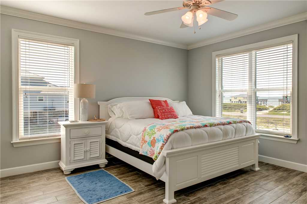 300 SE Master Bedroom (2)