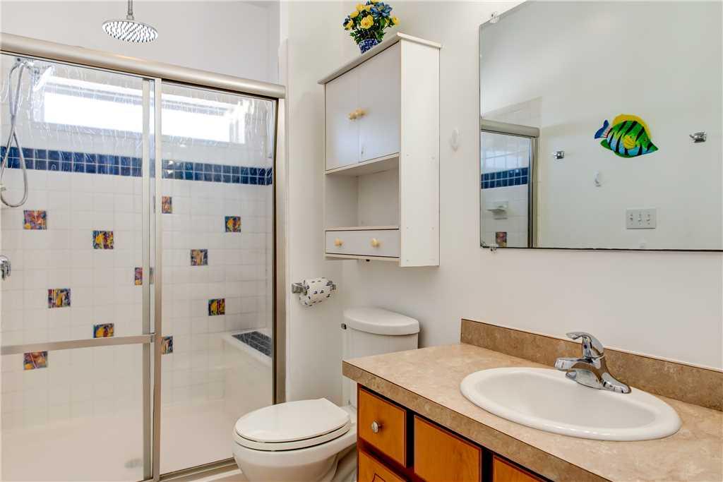 290 Common Bathroom