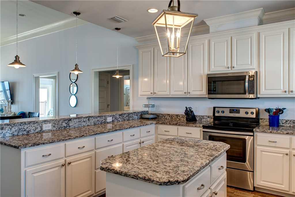 054 Large Kitchen with Island Dauphin Island