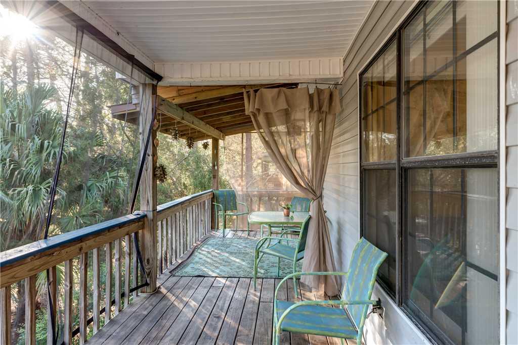 070 Front Porch Living