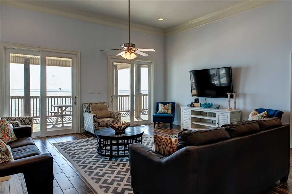 022 Large Living Room Pet Friendly Waterfront