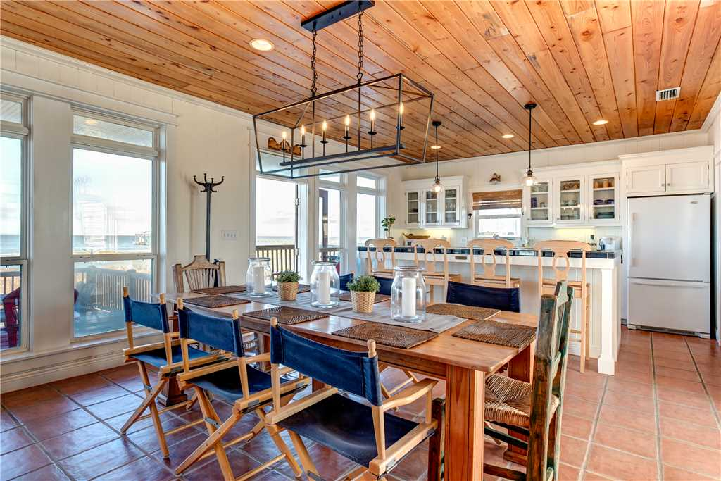 030 Dining Room for Family and Friends on Dauphin Island