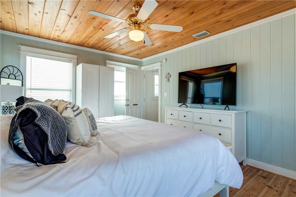 052 Master Bed Room Dauphin Island Vacation Home