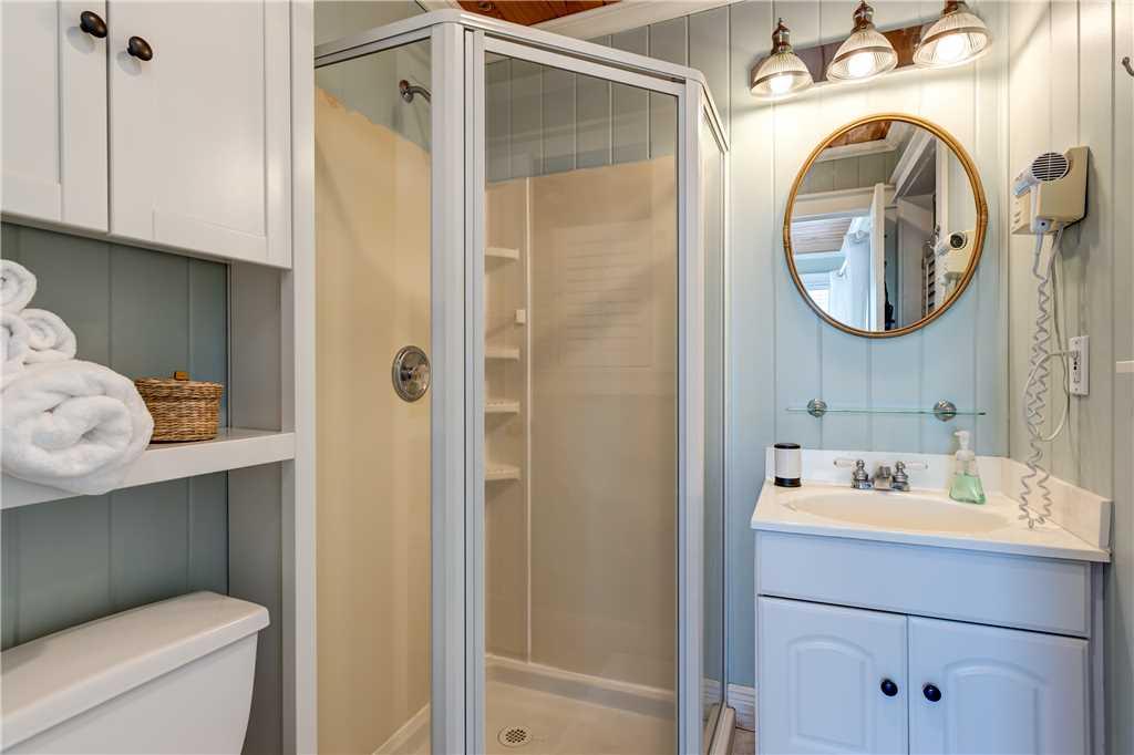 055 NE Master Bathroom