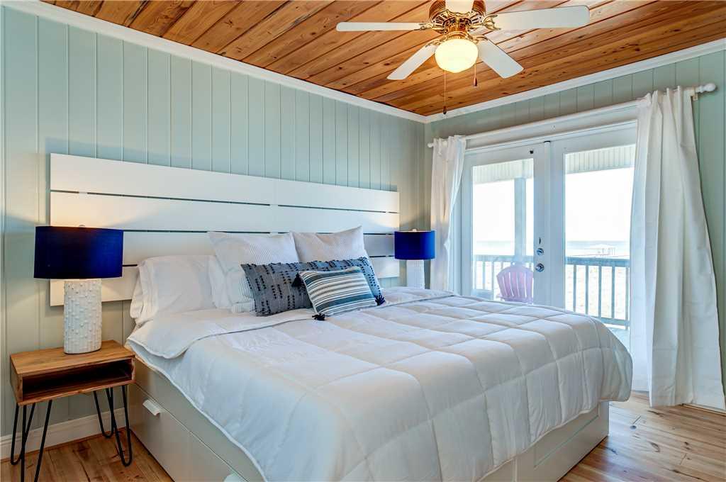 060 N King Bedroom Bay View