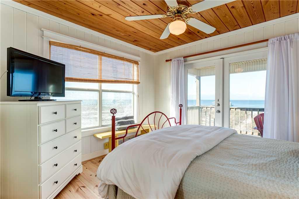 072 NE Queen Bedroom Dauphin Island Beach Rental