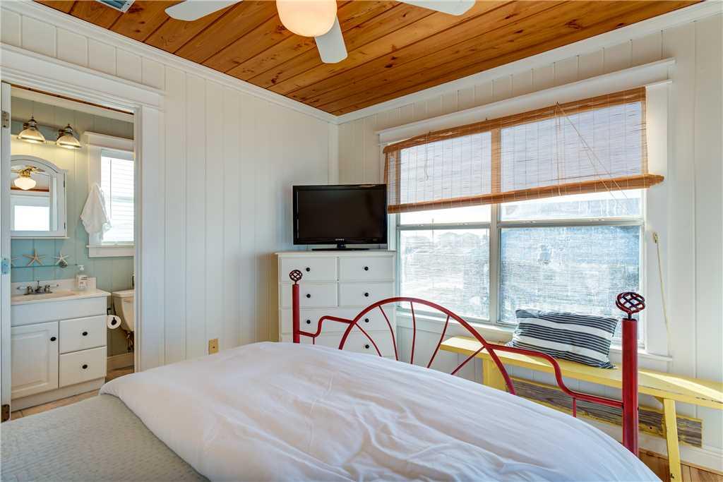 074 NE Queen Bedroom Dauphin Island Vacation Home