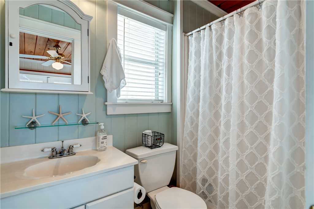 078 NE Bedroom Bath